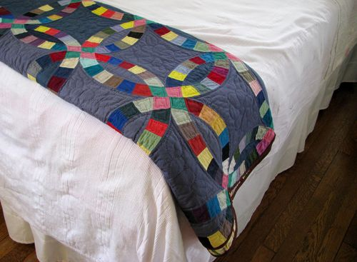 Charcoal wedding ring quilt