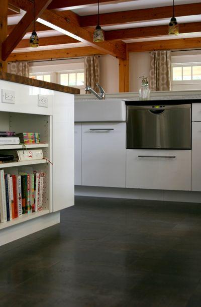 Kitchen bookshelves vert